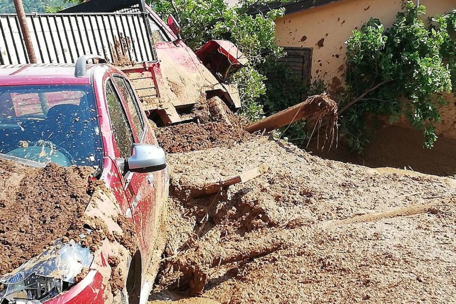 Rottura Abatemarco, fango investe abitazione. Proprietario ricoverato, sta bene. 15 1 900x600