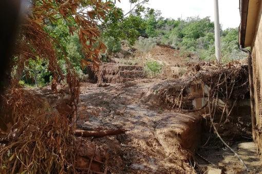 Rottura Abatemarco, fango investe abitazione. Proprietario ricoverato, sta bene. 16 1 510x340