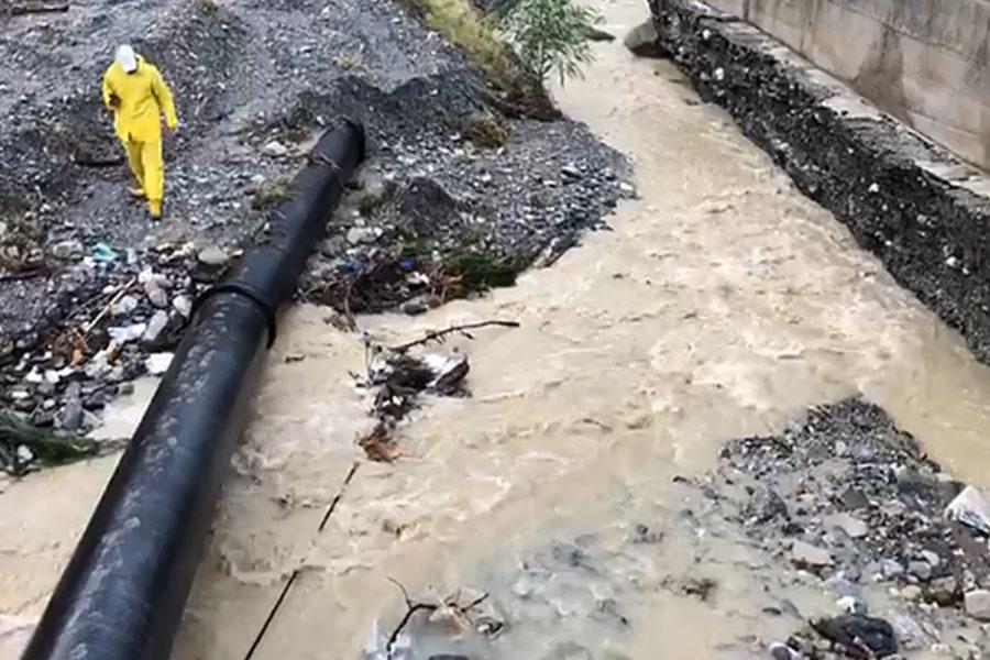 Esondato torrente Tuccio, divelta condotta Sorical 61 900x600
